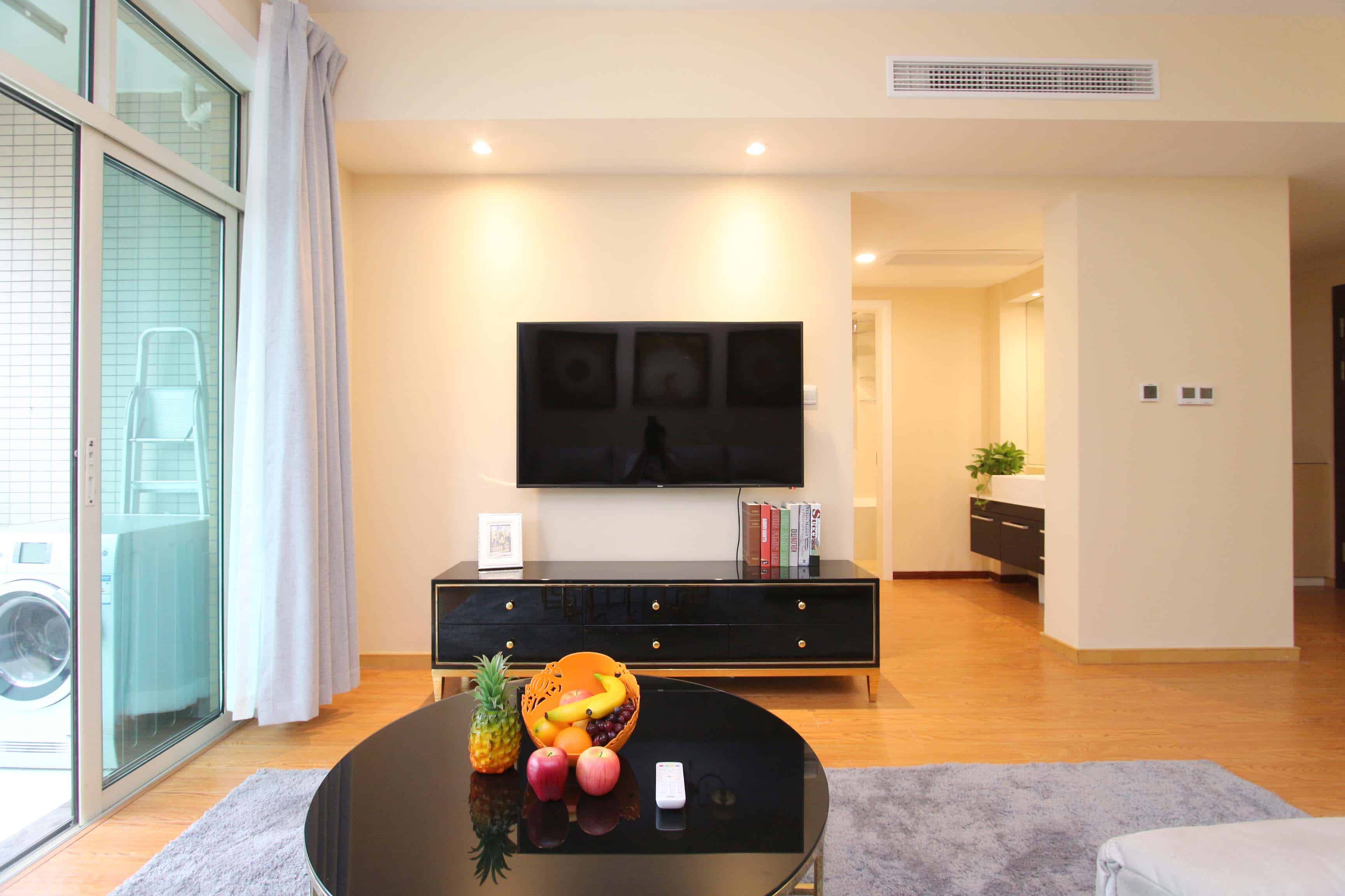 JING'AN:West Beijing road.A spacious and stylish 1beroom.L/12/13.Price=17700rmb.